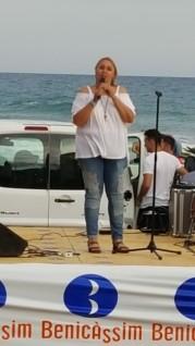 Megan presentando el concierto